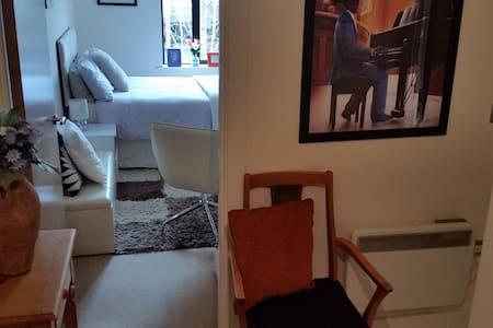 Cosy room with private bathroom in the City Centre - Apartamento