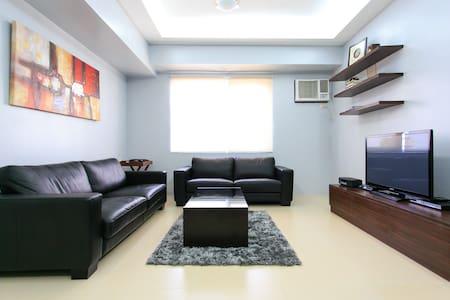 Spacious 1 BR at The Infinity BGC  - Taguig City - Apartment