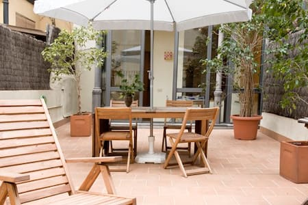 Beautiful 2 bedroom apartment for up to 6 people, with terrace, in the Eixample district of Barcelona.
