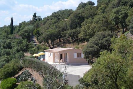 Maison dans domaine privé verdoyant - Le Muy