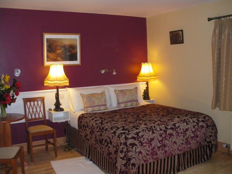 En-suite Queen bedroom