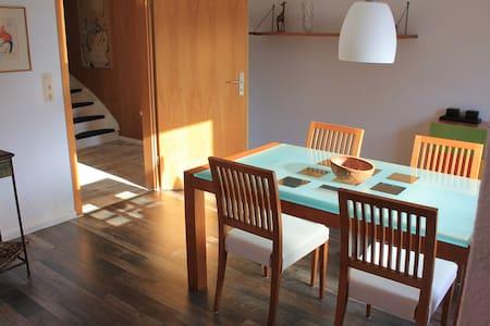 Behagliches Haus/Wohnung + Terrasse - Casa