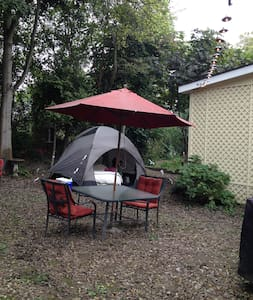 Backyard Glamping for Blues Fest! - Tenda