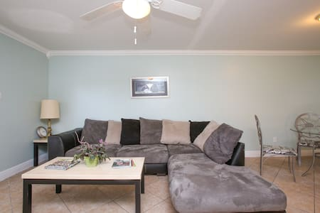 Comfortable & Spacious 3-BR Apt-C - Kenner - Appartamento