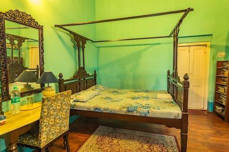 RedBrick Sarat Bose 4 - Heritage GH - Kolkata - Banglo
