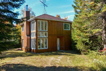 A great get-away for a couple, family, and friends - Sainte-Marguerite-du-Lac-Masson - Cabane
