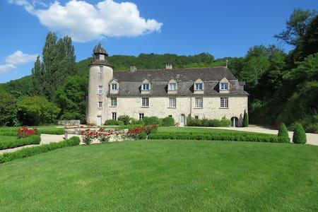 Le château de Gaubert en Périgord noir - Wikt i opierunek