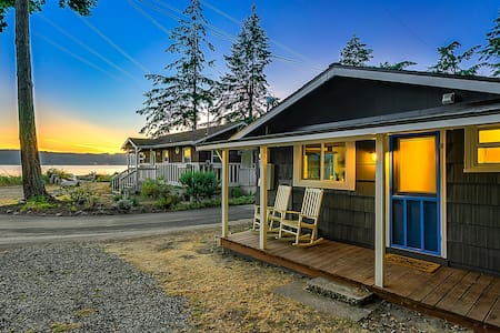 Beach and Blvd Bungalow on Sundin Beach - Camano Island - Cabin
