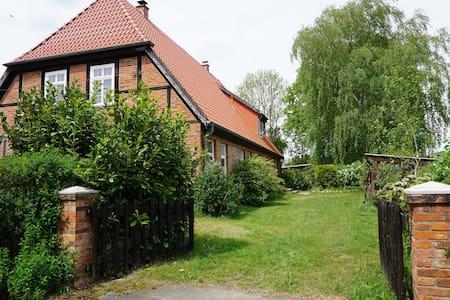 Atelierwohnung im Fachwerkhaus - House
