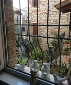 casa medievale  ristrutturata - Acqualoreto - Apartment