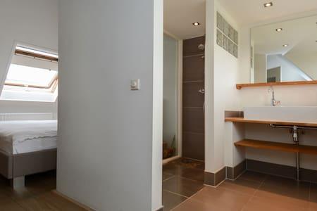 prachtige tussenwoning luxe afgewerkt - Rumah