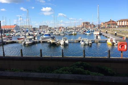Luxury Marina Apartment great location - Quayside