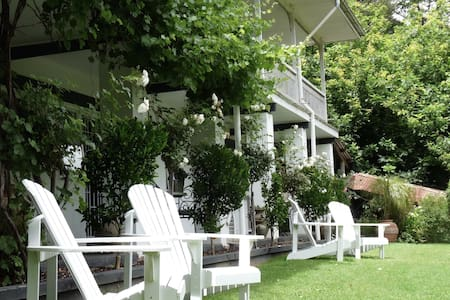 Brentwood B and B Apartment - King - Apartmen