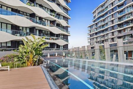 Beautiful Apartment in Award Winning Complex! - Flat