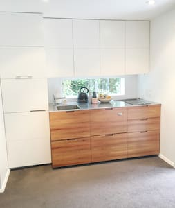 Leafy Suburban Apartment Near CBD - Wellington - Apartment