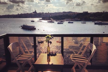 BREATHTAKING Sea & Valletta Views - 塔斯-斯利馬 - 公寓