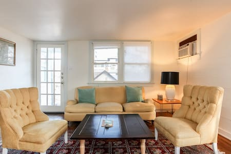 Genuine Chic Downtown Flat-central