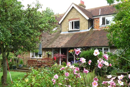 cosy self contained annexe in lovely countryside - Wrotham - House