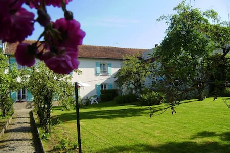 Charmant appartement  dans une maison 30 min de Disney - Apartment