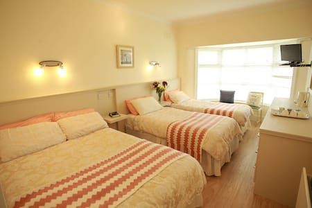 Room with double and 2 single beds for 4 persons - Bed & Breakfast