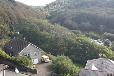 Cornish Home, off road parking - House