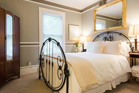 A Quiet Room w/ Breakfast & Wine - Saint Helena - Bed & Breakfast