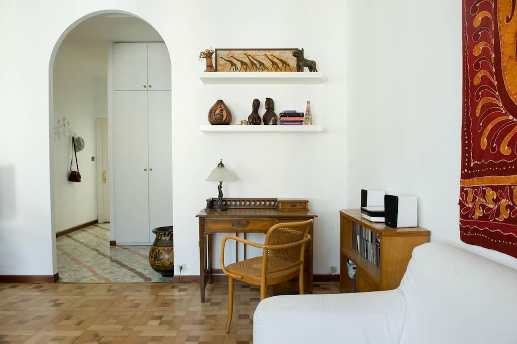 Lo scrittoio, the writing desk