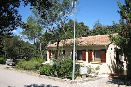 Heerlijk huisje op Parc Le Duc  - Vacquières - Cottage