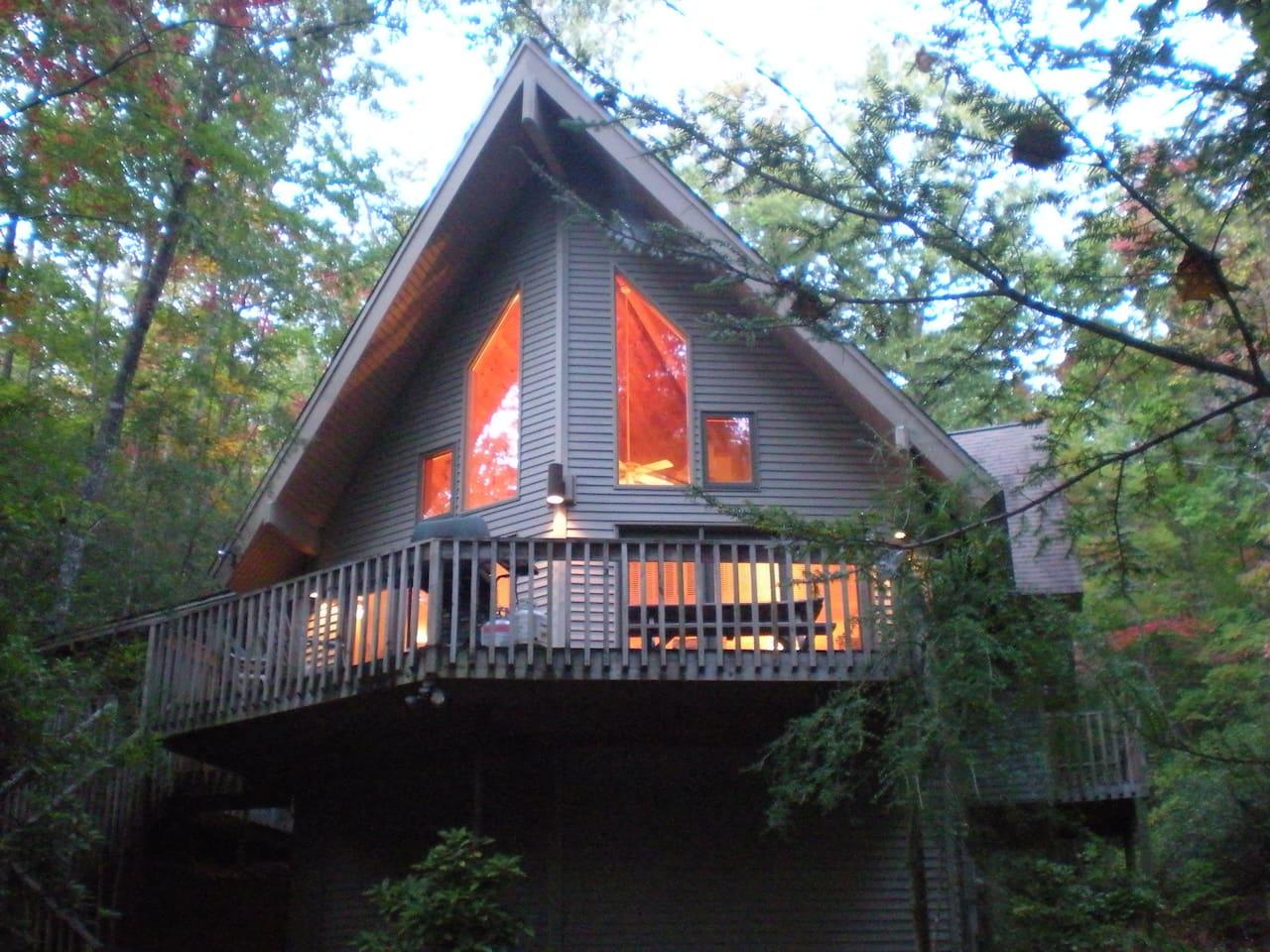 HELEN, GA: MOUNTAIN LAUREL CHALET - Your Private 10 Acre Retreat!