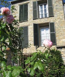 Natursteinhaus mit Garten - House