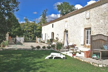 Loire sur Nie - 30km from Cognac - Bed & Breakfast