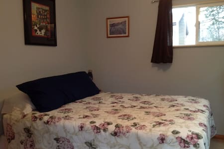 Quiet cozy lodging in rural area. - Rhinebeck - Outro