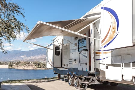 San Dimas RV Trailer with 6 beds - San Dimas