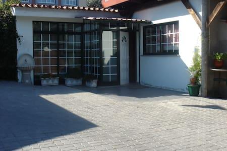Casa c/ piscina para férias. House with pool. - House