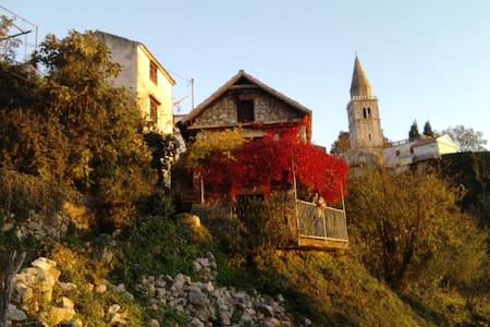Charmante petite maison de pierres - Dobrinj - Dom