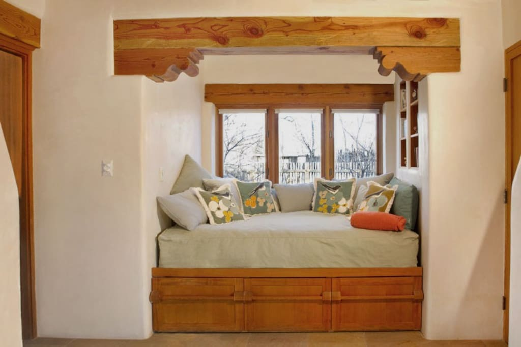 Sleeping alcove with double bed