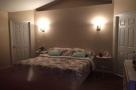 BIG KING BEDROOM NEAR OF UNIVERSAL! - Orlando - House