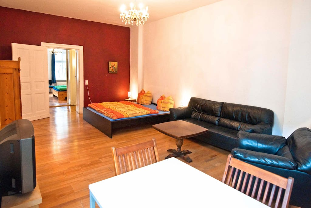 Berlin: Large 4 room apartement