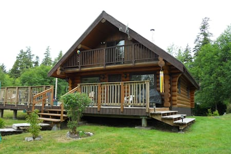 Lovely log cabin lg deck with view - Bamfield - Ház