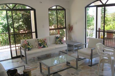Hermosa casa piscina privada Melgar - Huis