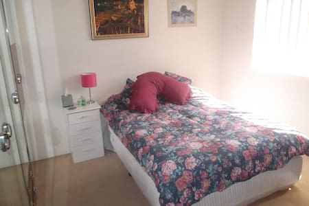 Sunny, spacious and very comfy room - Beverly Hills - Leilighet