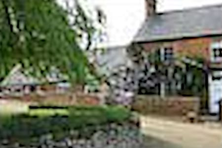 Self - contained Farm acc near MK  - Bed & Breakfast