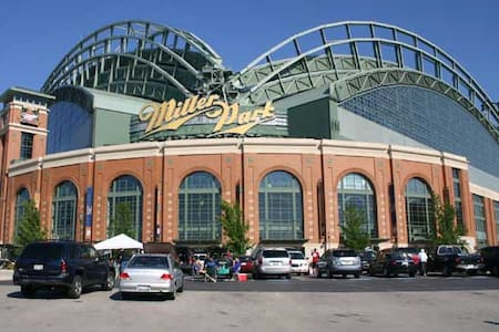 Minutes from Miller Park - Brewers