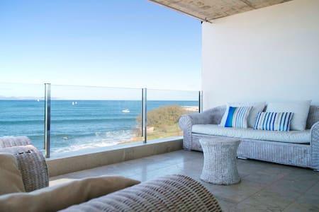 Beautiful house alongside the sea - Arta