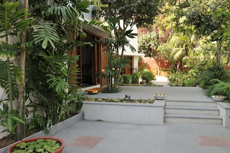 Heritage House with five star amenities & each room opens into a private garden.Railway station is 5.5 Km & airport is 11 Km.Public Transit routes 0 Km.Very central to the commercial office area,IIM, NID ,Gandhi Ashram & other places of interest.