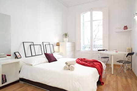 Luxury@Rambla: bedroom+livingroom 1