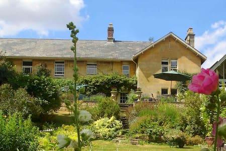 Abbotsleigh Cottage, Freshford, Bath. - Apartment