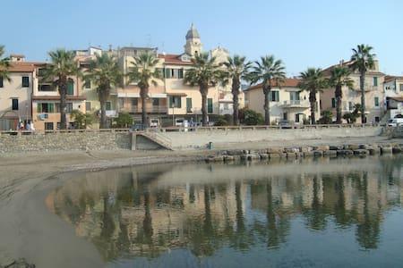 GRECALE:monolocale sul mare - Riva Ligure - Bed & Breakfast