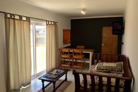 Spacious 1 Bedrm Separate Apartmnt - Walvis Bay - Appartement