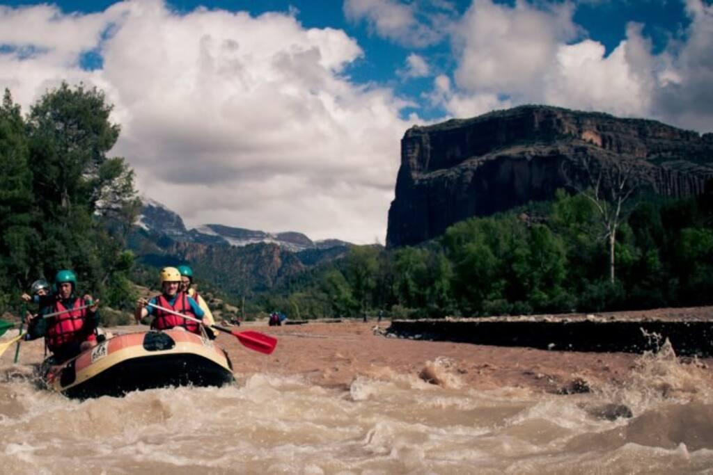 Rafting sur oued Ahanessal, qui borde la propriété.